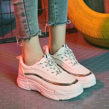 phối giày thể thao với quần Jean dài